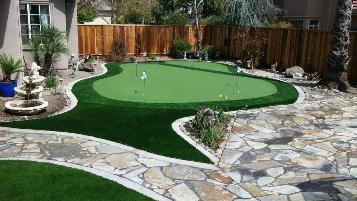 Exceptionnel Project: Brentwood, CA Backyard Putting Green